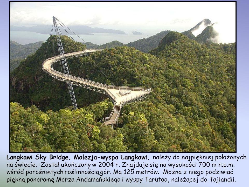 Most Rurociągowy Hegigio Gorge w prowincji Southern Highlands, Papua Nowa Gwinea Ten most jest częścią dwóch rurociągów – jednego z gazem, drugiego z