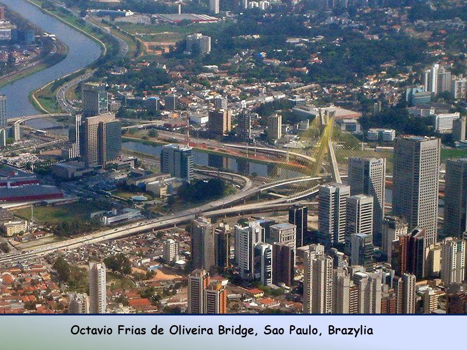 Most Banpo, Korea Południowa.Niezwykły most Banpo znajduje się w Seulu i łączy Seocho z Yongsan.