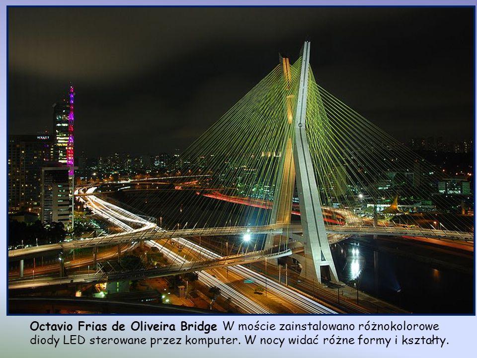Octavio Frias de Oliveira Bridge, Sao Paulo, Brazylia. Łączy Marginal Pinheiros i Jornalista Roberto Marinho Avenue. Otwarty został w maju 2008. Jest