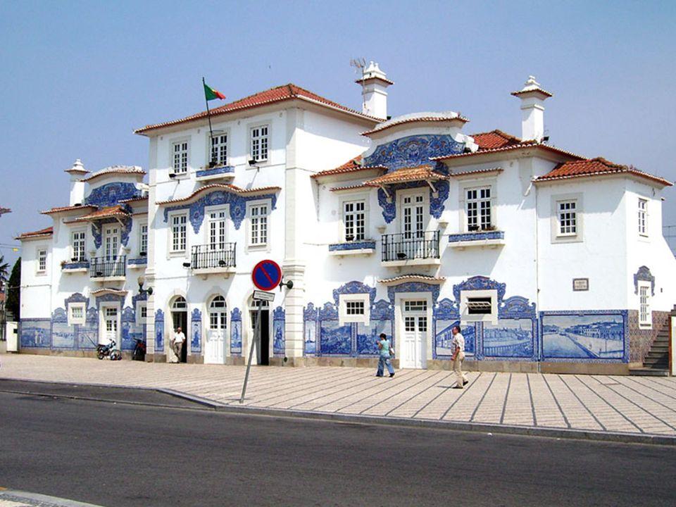 Aveiro to miejscowość w Portugalii, leżąca w dystrykcie Aveiro, w regionie Centrum w podregionie Baixo Vouga przy ujściu rzeki Vouga do Laguny Aveiro
