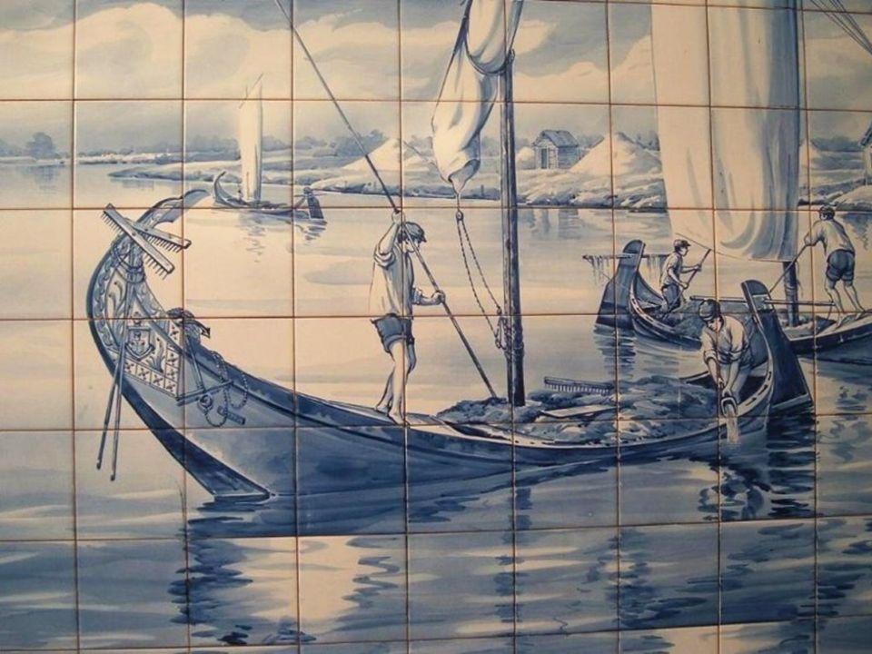 Motywy wykonywane z azulejo miały postać scen historycznych, mitologicznych, ikonografii religijnej, oraz całej gamy elementów dekoracyjnych zarówno g