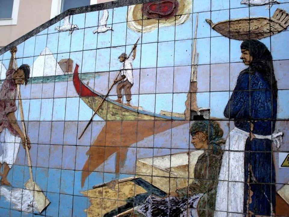 Płytki azulejo o bardzo różnych kształtach i kolorystyce stały się najbardziej charakterystycznym środkiem wyrazu i najbardziej ekspresyjnym rodzajem