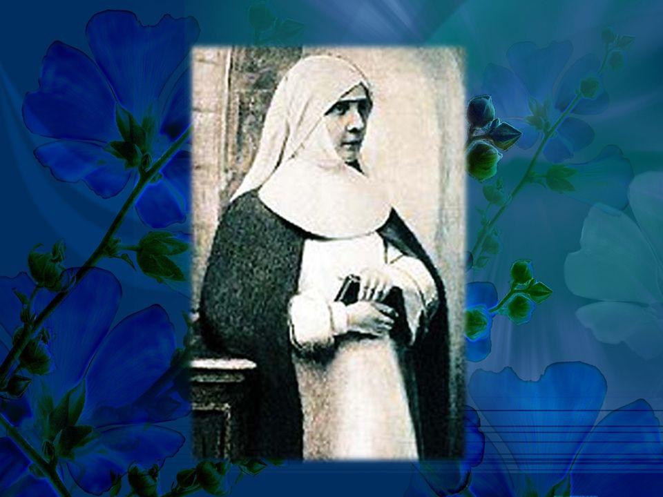 Chciała w pełni oddać się życiu zakonnemu, jednak na życzenie ciężko chorego ojca zdecydowała się poślubić Karola Darowskiego.