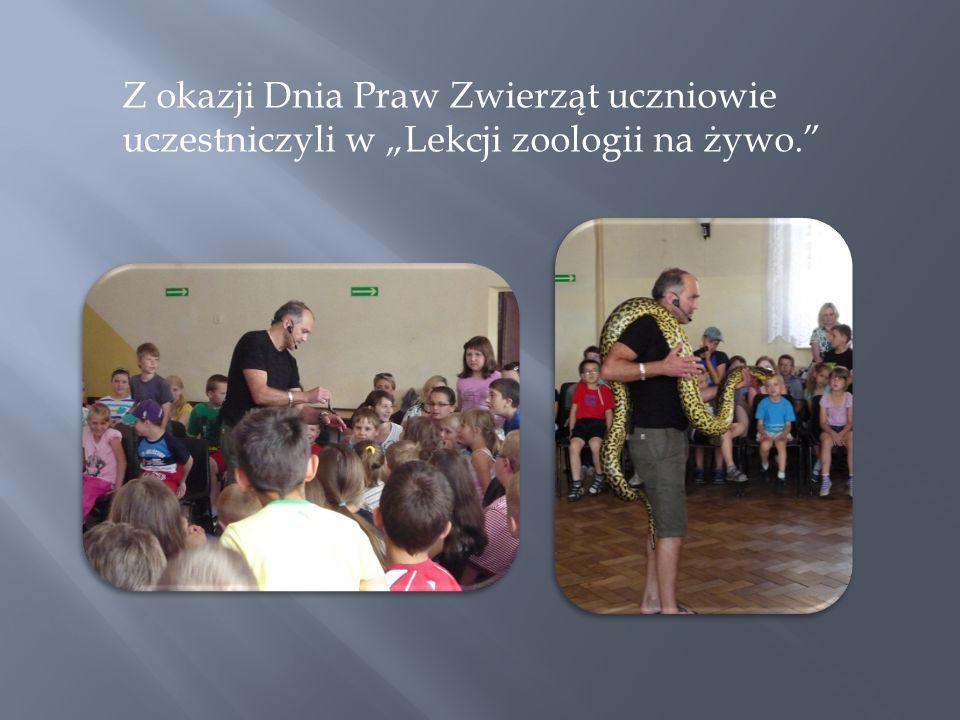 Z okazji Dnia Praw Zwierząt uczniowie uczestniczyli w Lekcji zoologii na żywo.