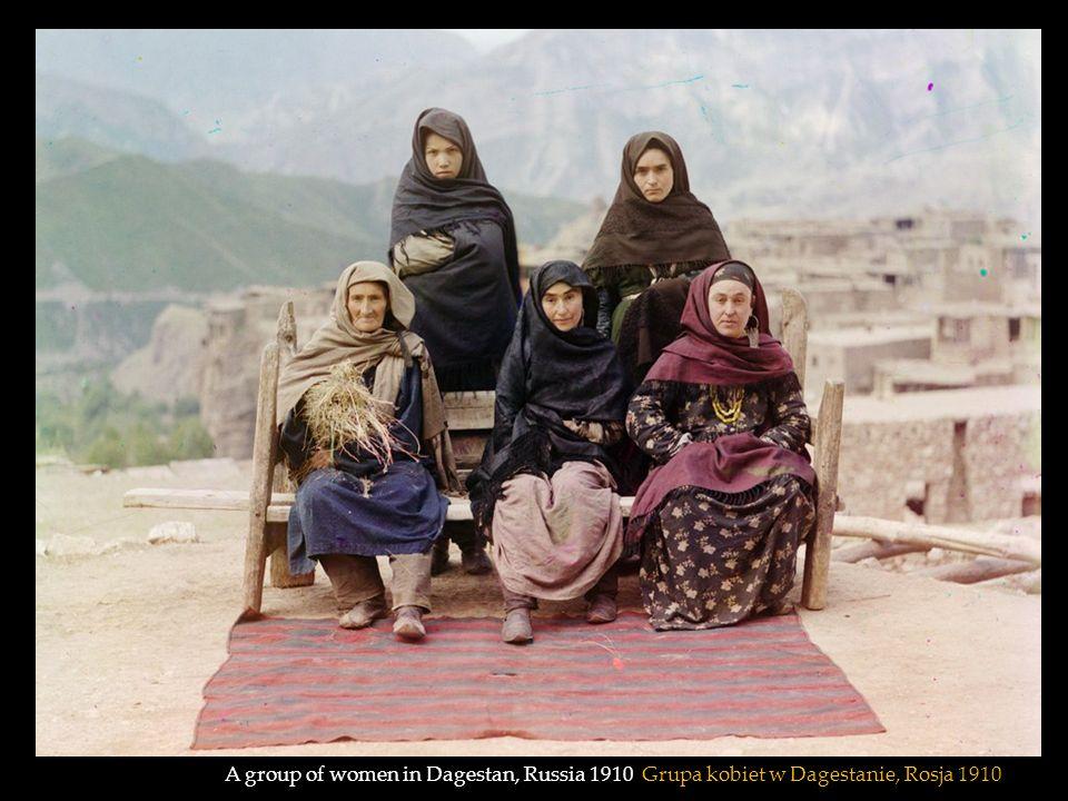 A group of Jewish children with a teacher in Samarkand, (in modern Uzbekistan) 1910 Grupa żydowskich dzieci z nauczycielem, w Samarkandzie, (w obecnych czasach Uzbekistan) 1910
