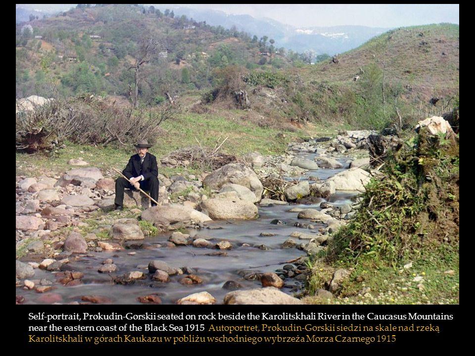 Self-portrait, Prokudin-Gorskii seated on rock beside the Karolitskhali River in the Caucasus Mountains near the eastern coast of the Black Sea 1915 Autoportret, Prokudin-Gorskii siedzi na skale nad rzeką Karolitskhali w górach Kaukazu w pobliżu wschodniego wybrzeża Morza Czarnego 1915