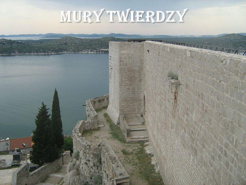 MURY TWIERDZY