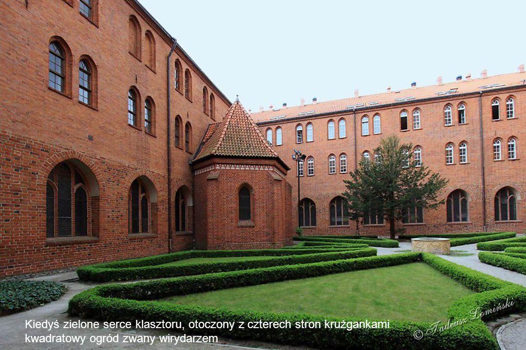Kiedyś zielone serce klasztoru, otoczony z czterech stron krużgankami kwadratowy ogród zwany wirydarzem