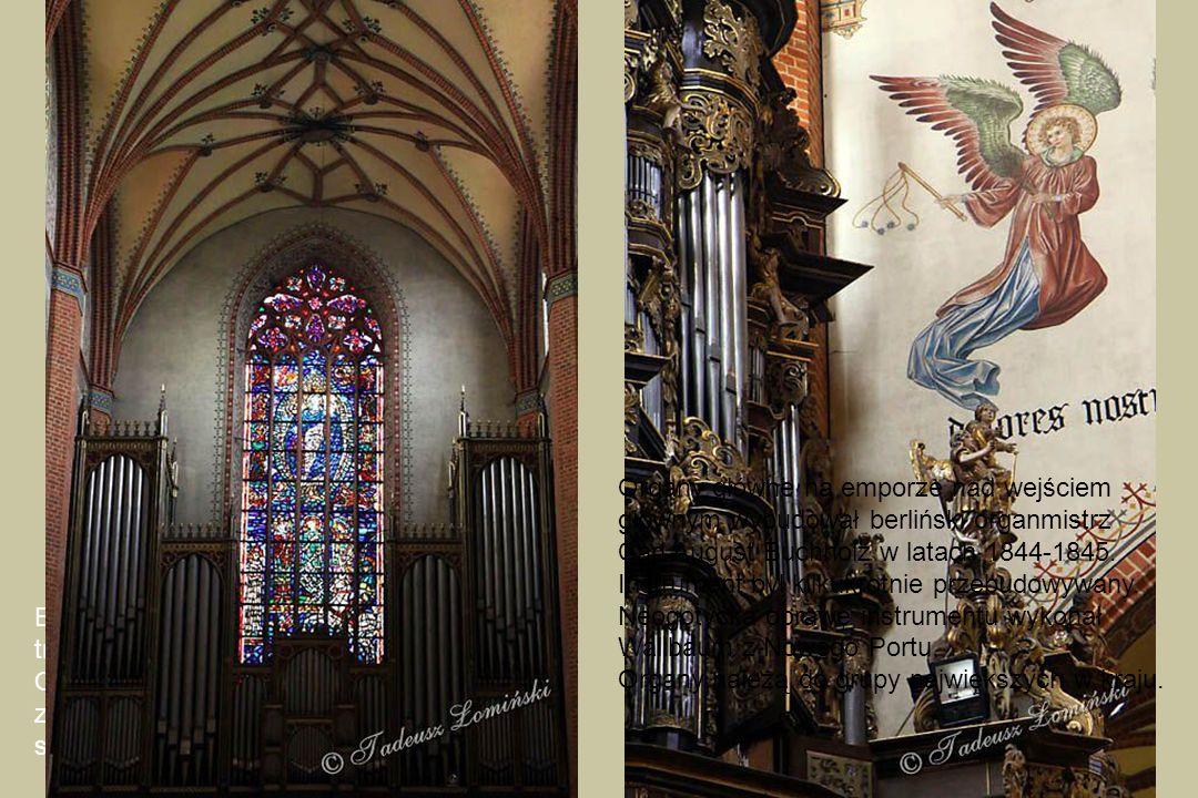 Organy główne na emporze nad wejściem głównym wybudował berliński organmistrz Carl August Buchholz w latach 1844-1845.
