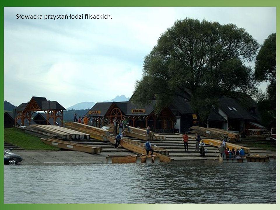 Widok na Sokolicę z tratew płynących Dunajcem