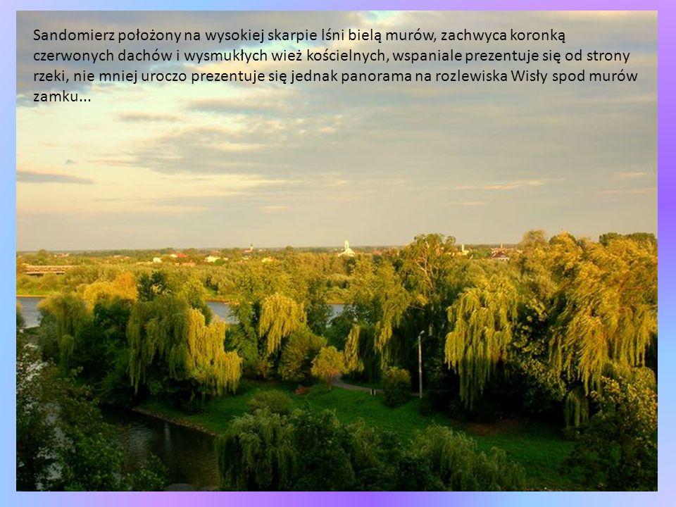 To miasto, gdzie kamienie mówią po polsku, przed zniszczonym obronnym kościołem Bernardynów stoi pomnik ukazujący młodego poetę Adama Mickiewicza wspartego na złamanej kolumnie, patrzy na swoje ukochane miasto...