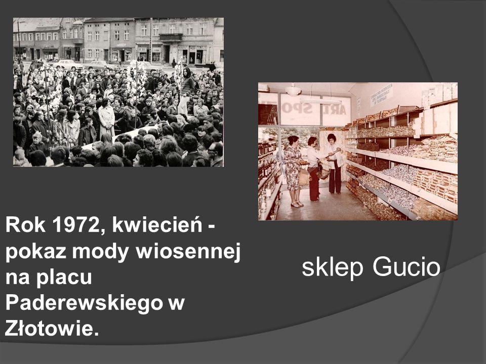 Rok 1972, kwiecień - pokaz mody wiosennej na placu Paderewskiego w Złotowie. sklep Gucio