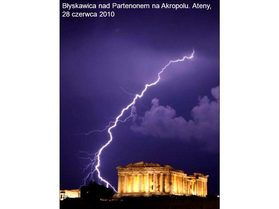 Błyskawica nad Partenonem na Akropolu. Ateny, 28 czerwca 2010