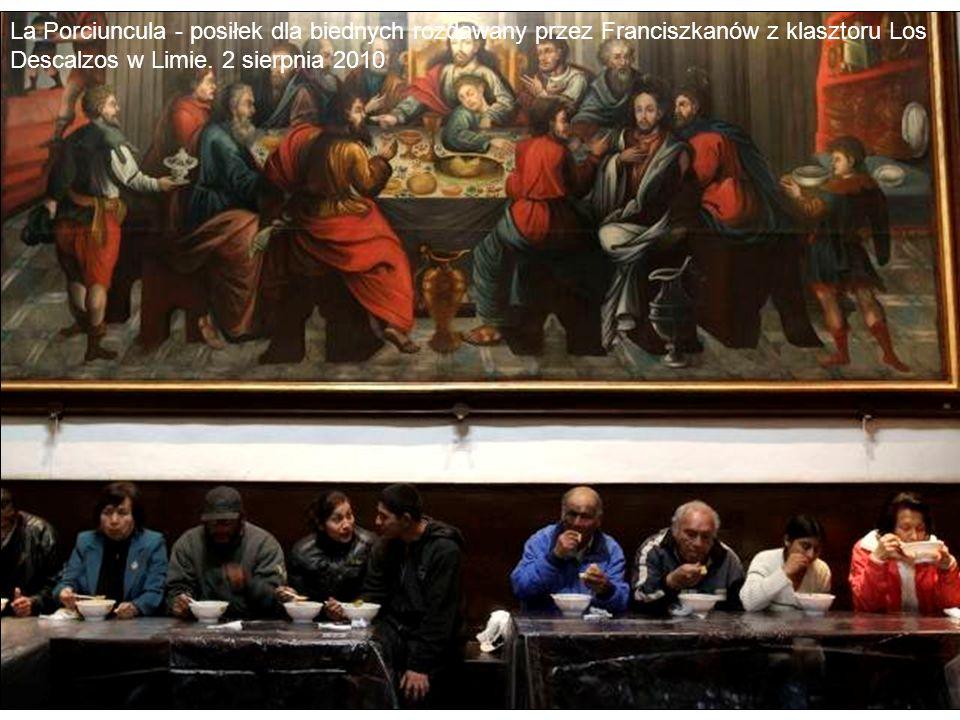La Porciuncula - posiłek dla biednych rozdawany przez Franciszkanów z klasztoru Los Descalzos w Limie. 2 sierpnia 2010