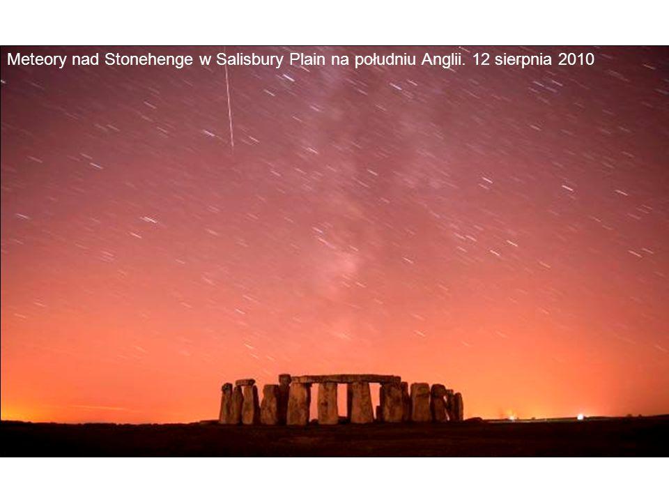 Meteory nad Stonehenge w Salisbury Plain na południu Anglii. 12 sierpnia 2010