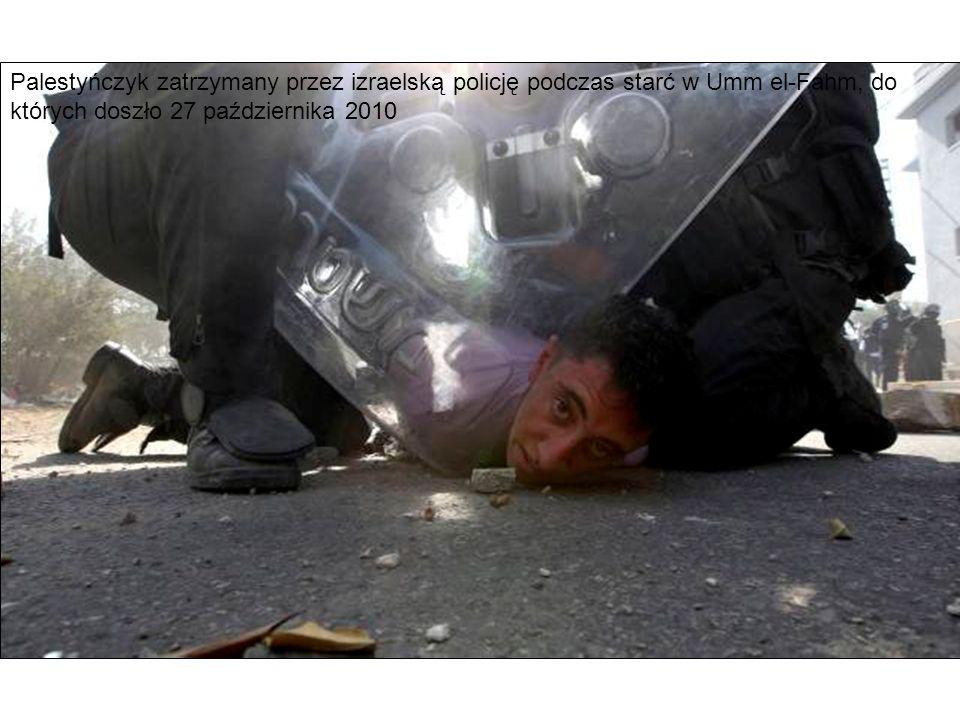 Palestyńczyk zatrzymany przez izraelską policję podczas starć w Umm el-Fahm, do których doszło 27 października 2010