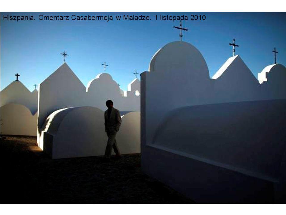 Hiszpania. Cmentarz Casabermeja w Maladze. 1 listopada 2010