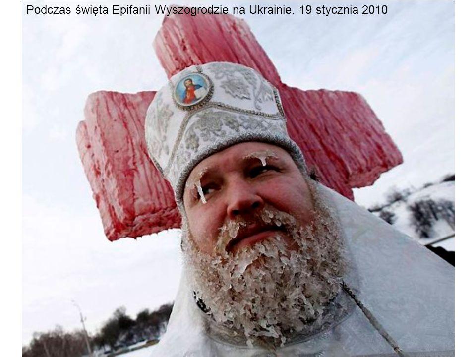 Podczas święta Epifanii Wyszogrodzie na Ukrainie. 19 stycznia 2010