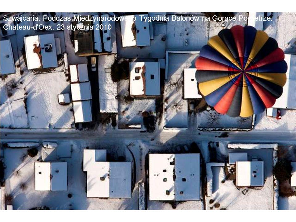 Szwajcaria. Podczas Międzynarodowego Tygodnia Balonów na Gorące Powietrze. Chateau-d'Oex, 23 stycznia 2010