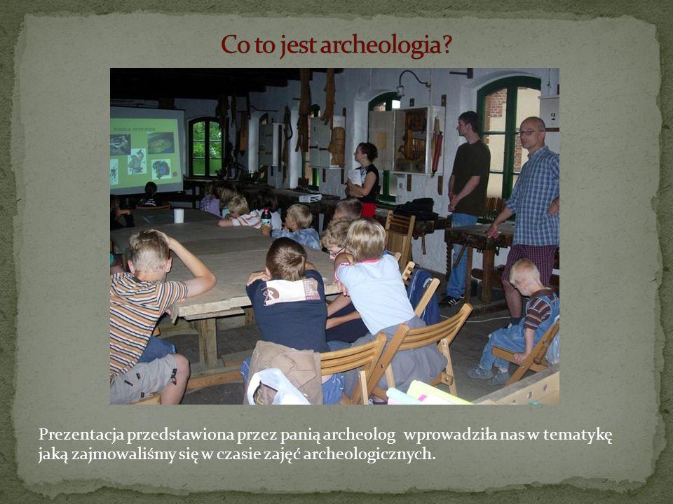 Prezentacja przedstawiona przez panią archeolog wprowadziła nas w tematykę jaką zajmowaliśmy się w czasie zajęć archeologicznych.