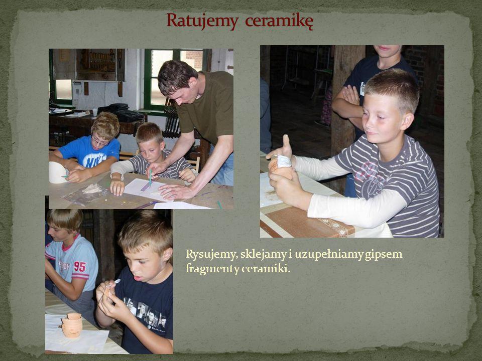 Rysujemy, sklejamy i uzupełniamy gipsem fragmenty ceramiki.