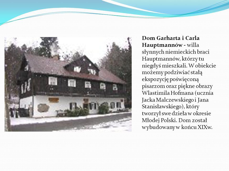 Dom Garharta i Carla Hauptmannów - willa słynnych niemieckich braci Hauptmannów, którzy tu niegdyś mieszkali. W obiekcie możemy podziwiać stałą ekspoz