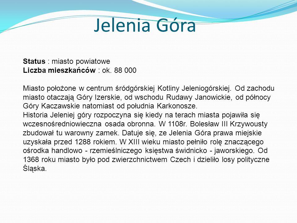 Jelenia Góra Status : miasto powiatowe Liczba mieszkańców : ok. 88 000 Miasto położone w centrum śródgórskiej Kotliny Jeleniogórskiej. Od zachodu mias