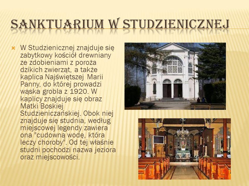 W Studzienicznej znajduje się zabytkowy kościół drewniany ze zdobieniami z poroża dzikich zwierząt, a także kaplica Najświętszej Marii Panny, do które