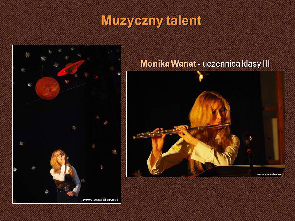 Muzyczny talent Monika Wanat - uczennica klasy III