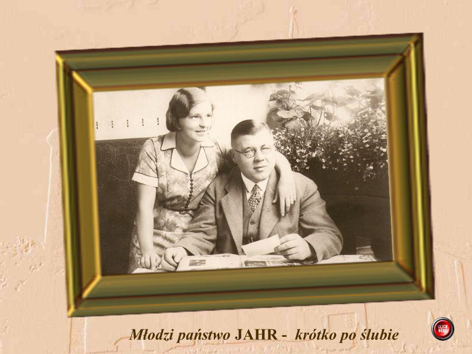 Pamiątka ślubu Ruth Steinborn i Willy Jahr po stronie panny młodej siedzi Klara Jahr, a po stronie pana młodego seniorzy Steinborn