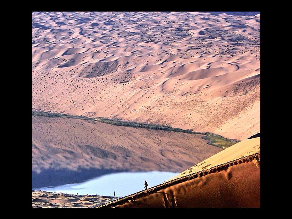 Niektóre jeziora są niedawno powstałe, inne stare jeziora posiadają w sobie wysoką ilość soli. Krajobraz tutejszy jest niezwykły ponieważ wydmy niektó