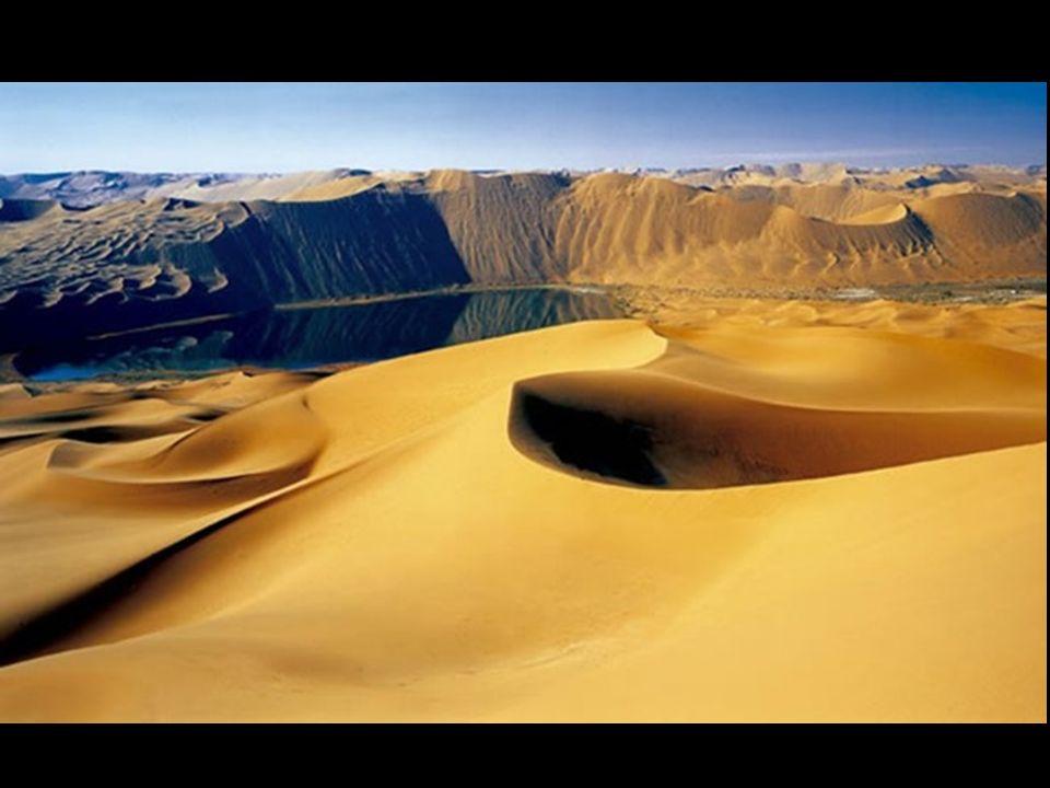 Trudno jest nam wyobrażać i zrozumieć że krajobraz pustyni, suchy, gdzie nie pada deszcz i gdzie znajdują się w większości wydmy piaskowe posiada dużo jezior przez długie lata.