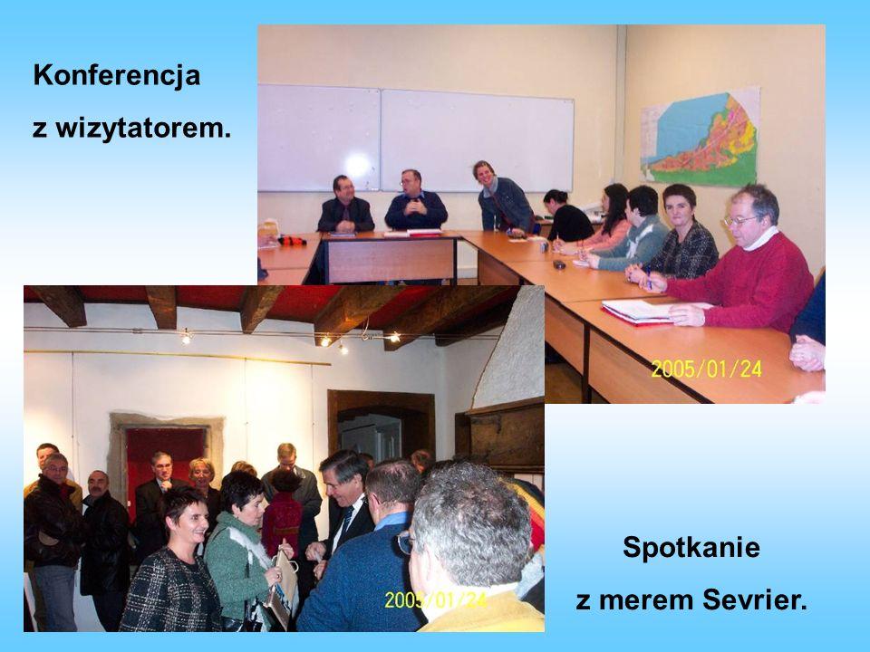 Zabawy integracyjne - nauka tańców narodowych. Zwiedzanie szkoły średniej w Sevrier.