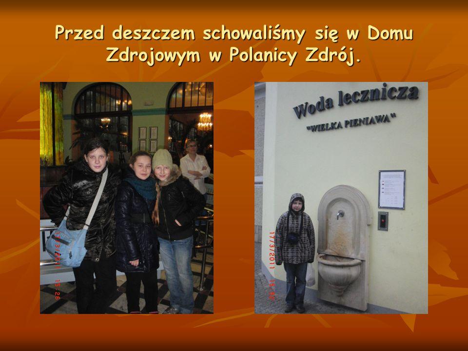 Przed deszczem schowaliśmy się w Domu Zdrojowym w Polanicy Zdrój.