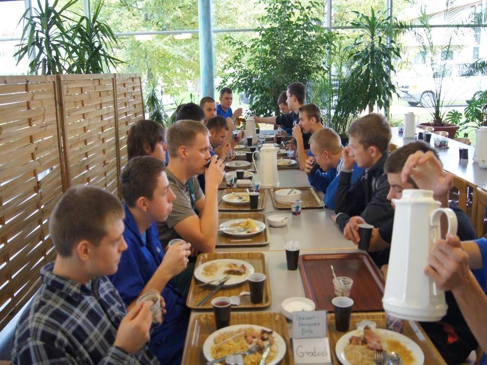 Zajęcia na warsztatach odbywały się w godzinach od 8:00 do 15:30.