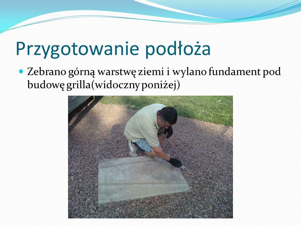 Przygotowanie podłoża Zebrano górną warstwę ziemi i wylano fundament pod budowę grilla(widoczny poniżej)