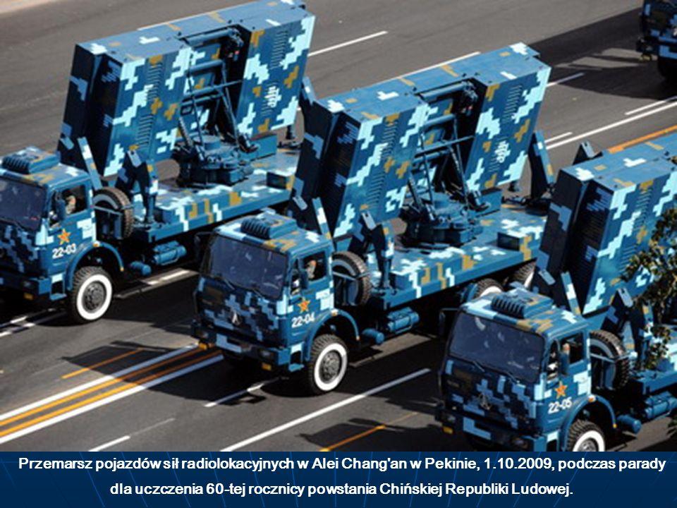 Przemarsz pojazdów sił radiolokacyjnych w Alei Chang'an w Pekinie, 1.10.2009, podczas parady dla uczczenia 60-tej rocznicy powstania Chińskiej Republi