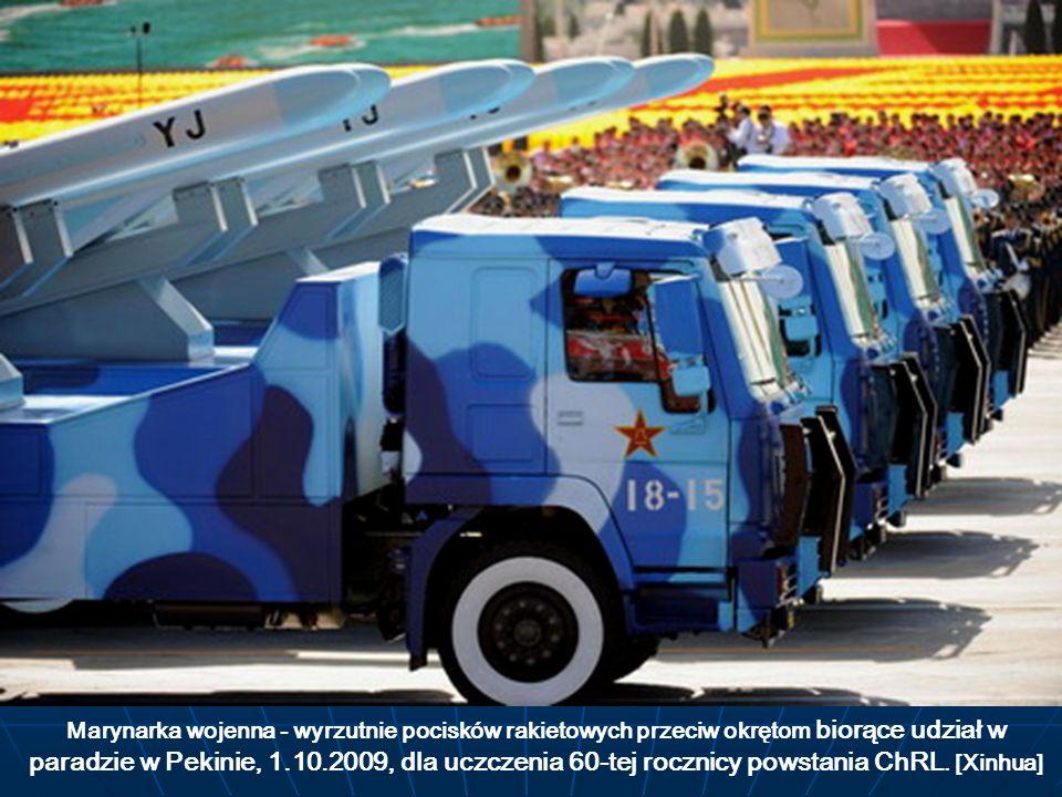 Marynarka wojenna - wyrzutnie pocisków rakietowych przeciw okrętom biorące udział w paradzie w Pekinie, 1.10.2009, dla uczczenia 60-tej rocznicy powst