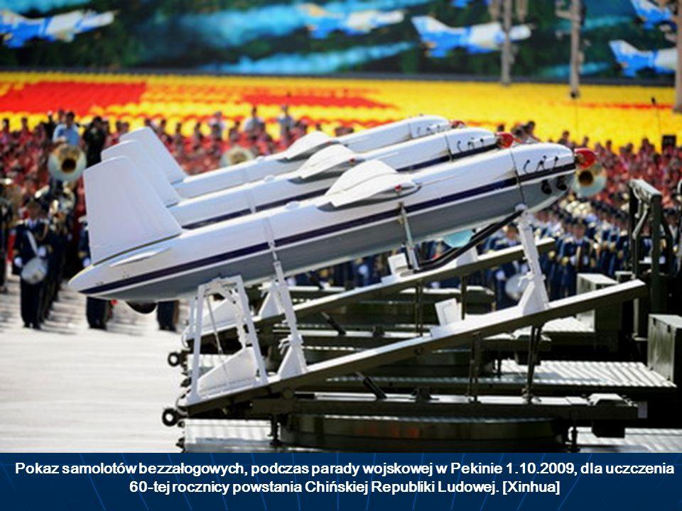 Pokaz samolotów bezzałogowych, podczas parady wojskowej w Pekinie 1.10.2009, dla uczczenia 60-tej rocznicy powstania Chińskiej Republiki Ludowej. [Xin
