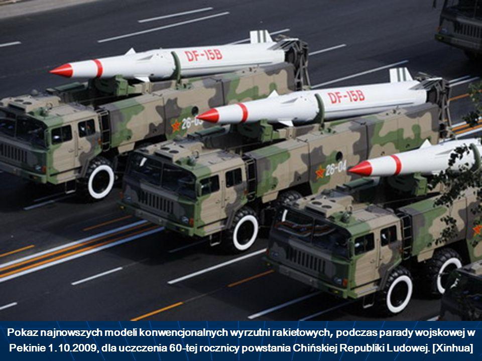 Pokaz najnowszych modeli konwencjonalnych wyrzutni rakietowych, podczas parady wojskowej w Pekinie 1.10.2009, dla uczczenia 60-tej rocznicy powstania