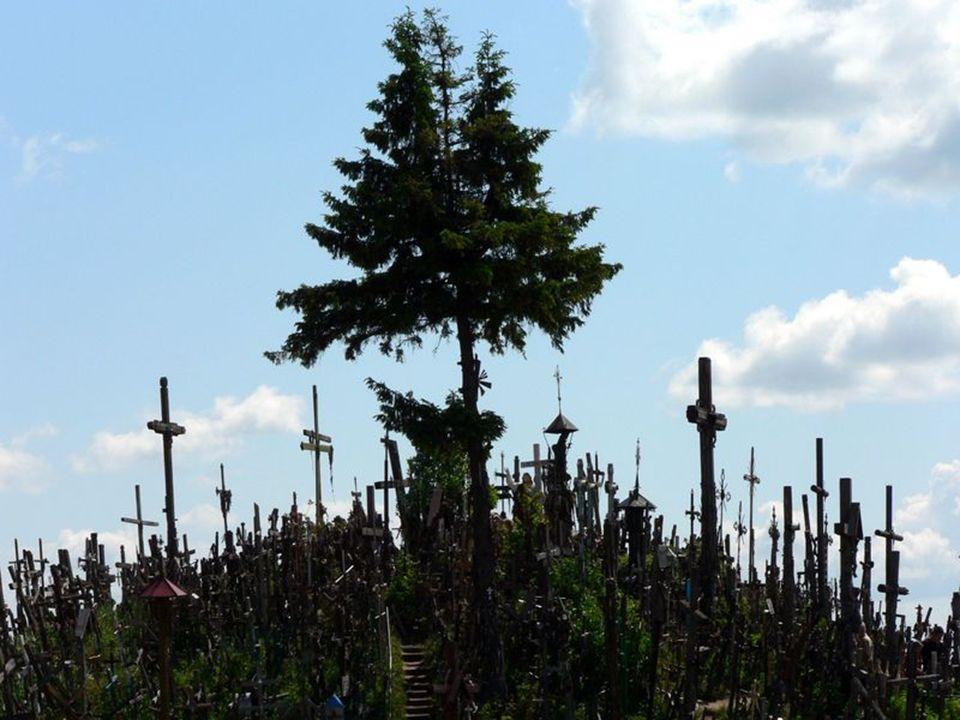 Góra Krzyży została wpisana na listę chronionych przez UNESCO dziedzictw kultury ważnych dla całego świata jako bezcenny symbol narodowo-religijny. Je