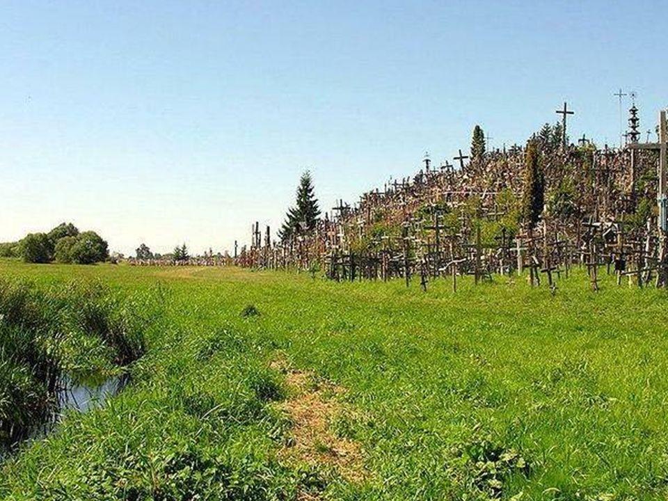 Kilkanascie kilometrów na północ od Szawli (Śiauliai) na Litwie znajduje się wzgórze Jurgaićiai, znane jako Góra Krzyży, jedyne takie miejsce na świec
