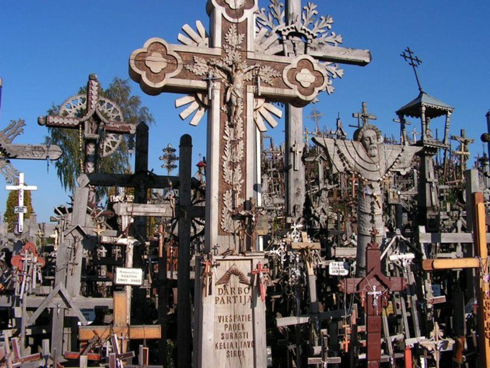 W miejscu tym postawiono w 1430 r. kapliczkę upamiętniającą przyjęcie przez Żmudzinów chrztu. Nad kapliczką górował wielki krzyż. Po powstaniach listo