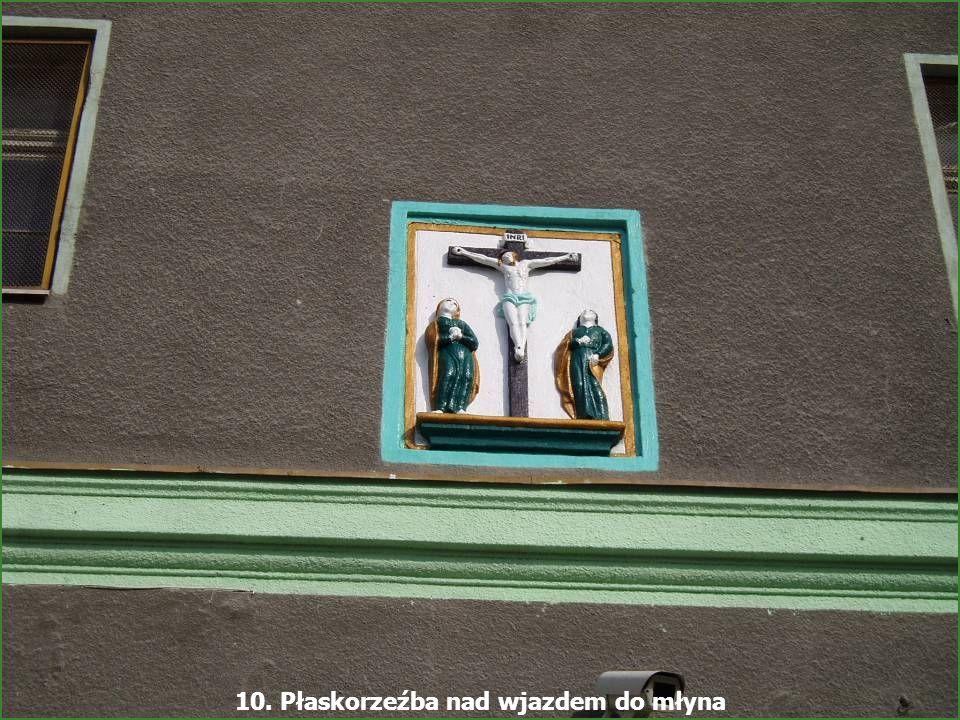 - Młyn Śmiałowice - 16 Najciekawsze walory architektoniczne przedstawia budynek magazynu z bramą przejazdową oraz umieszczoną w fasadzie prostokątną p