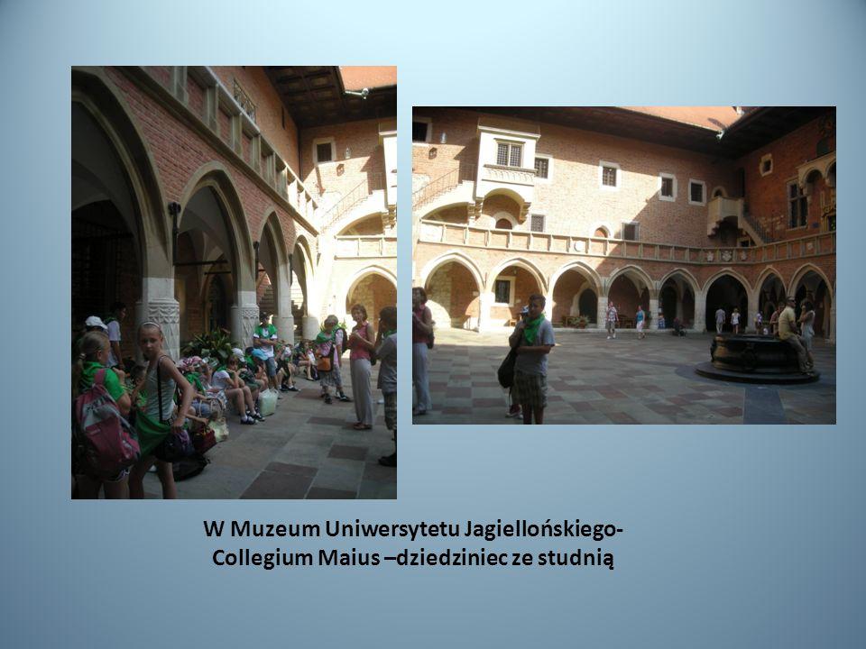 W Muzeum Uniwersytetu Jagiellońskiego- Collegium Maius –dziedziniec ze studnią