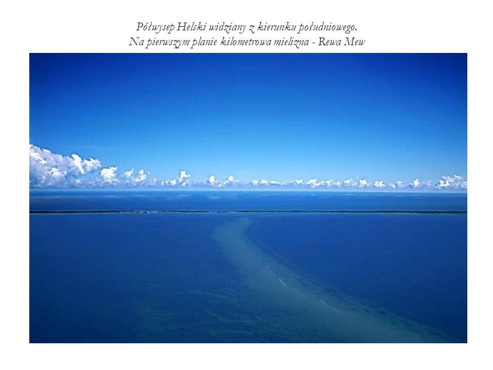 Półwysep Helski widziany z kierunku południowego. Na pierwszym planie kilometrowa mielizna - Rewa Mew