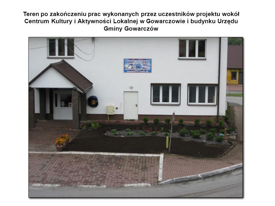 Teren po zakończeniu prac wykonanych przez uczestników projektu wokół Centrum Kultury i Aktywności Lokalnej w Gowarczowie i budynku Urzędu Gminy Gowarczów
