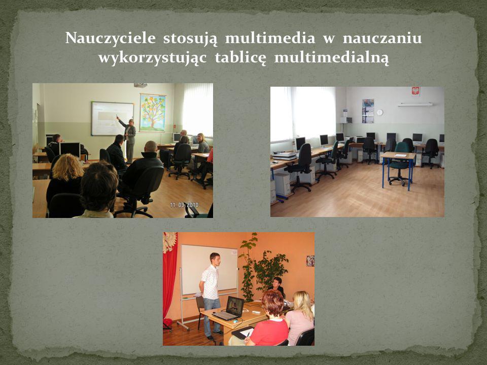 Nauczyciele stosują multimedia w nauczaniu wykorzystując tablicę multimedialną
