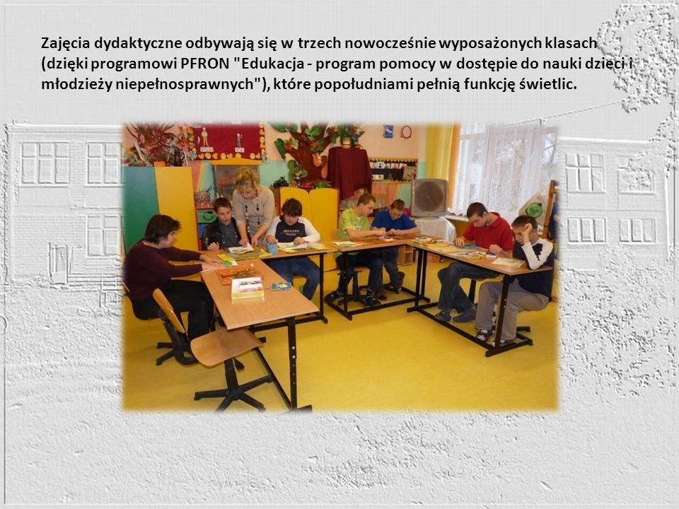 Zajęcia dydaktyczne odbywają się w trzech nowocześnie wyposażonych klasach (dzięki programowi PFRON