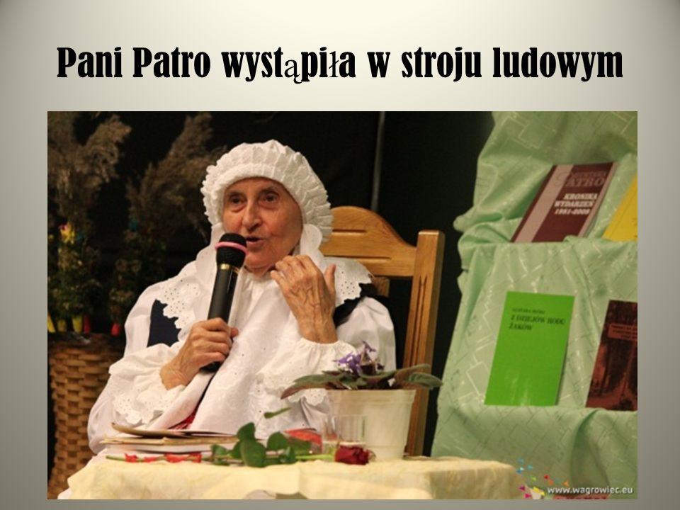 Pani Patro wyst ą pi ł a w stroju ludowym